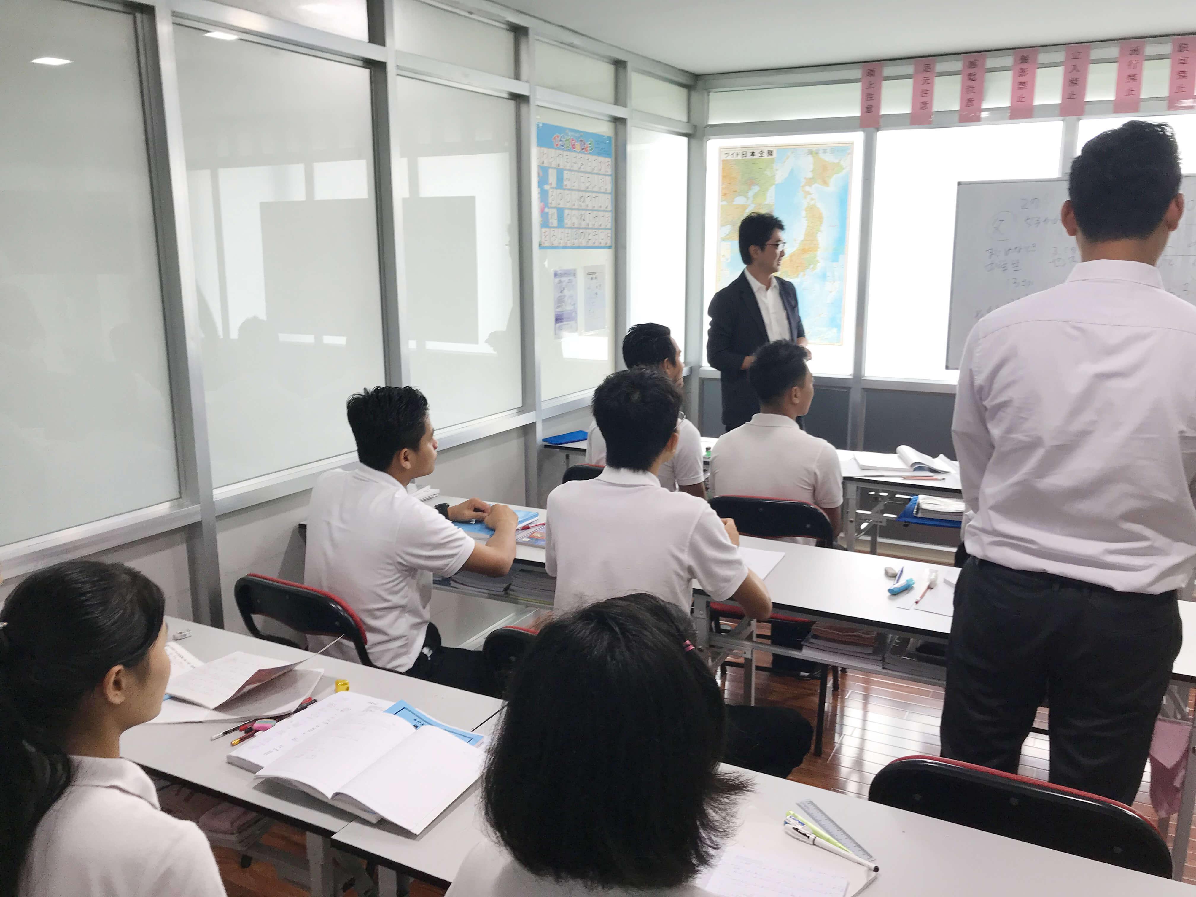 送り出し機関による日本語実習の様子