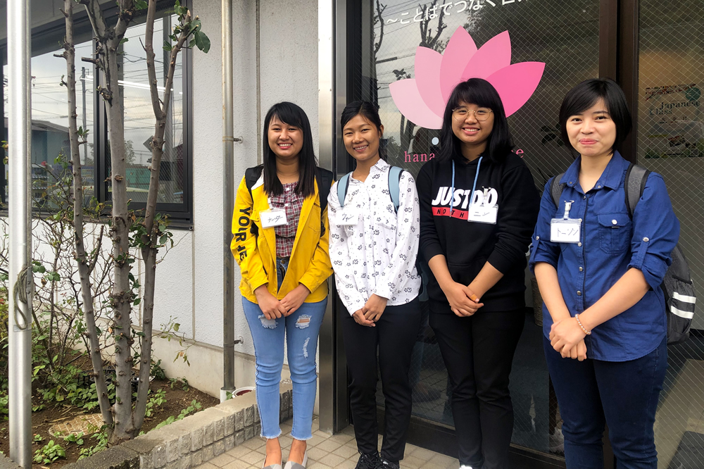 技能実習生は日本語での会話や介護の技術も申し…