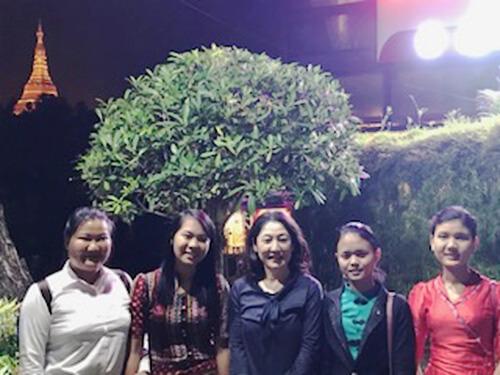 ミャンマーで写真撮影