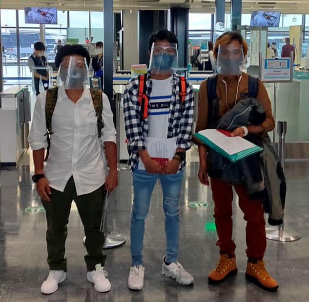 ミャンマー大使館の手配した救援便に乗り、ミャ…